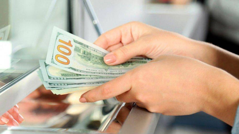 Macri no logra generar confianza: ahorristas sacaron de los bancos 2 de cada 10 dólares depositados