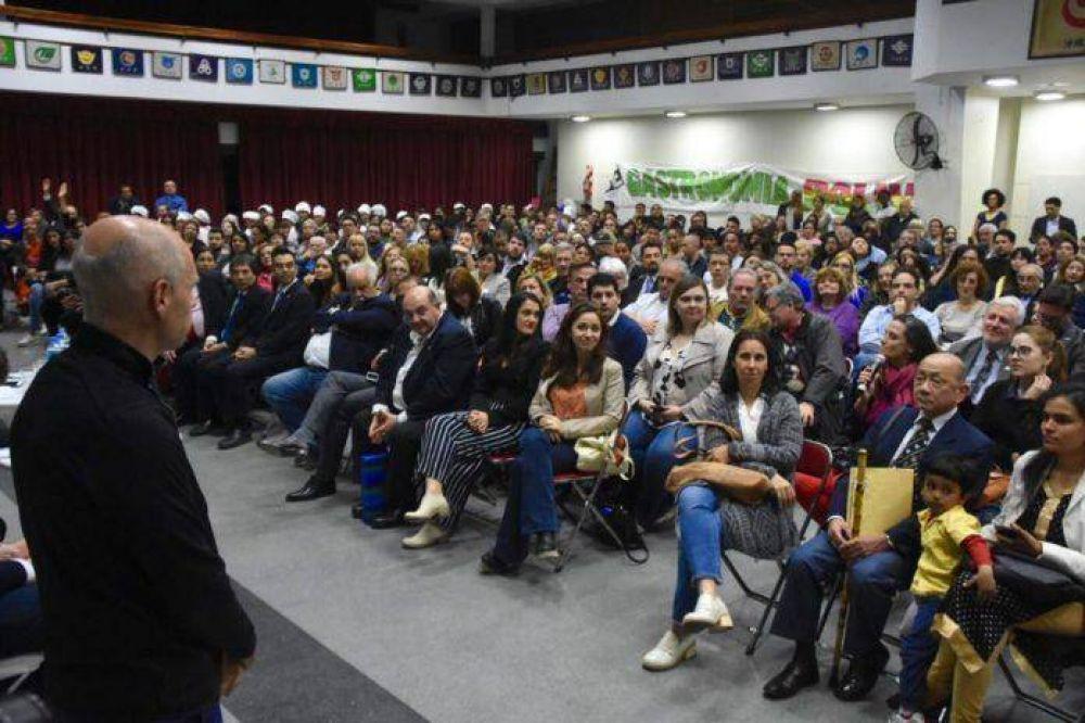 400 representantes de colectividades mantuvieron un encuentro con Horacio Rodriguez Larreta