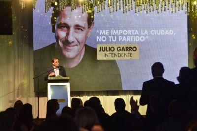 Créditos sin interés, escrituras sociales, luces LED y becas: las propuestas de Garro