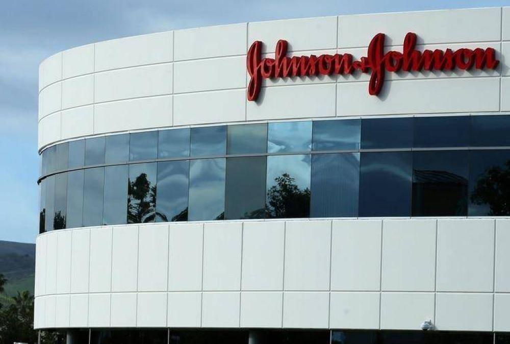 Condenaron a Johnson & Johnson a pagar USD 8.000 millones por los efectos de un medicamento que hincha el pecho de los hombres