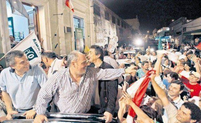Ricardo Colombi arrasó a su primo y será gobernador de Corrientes