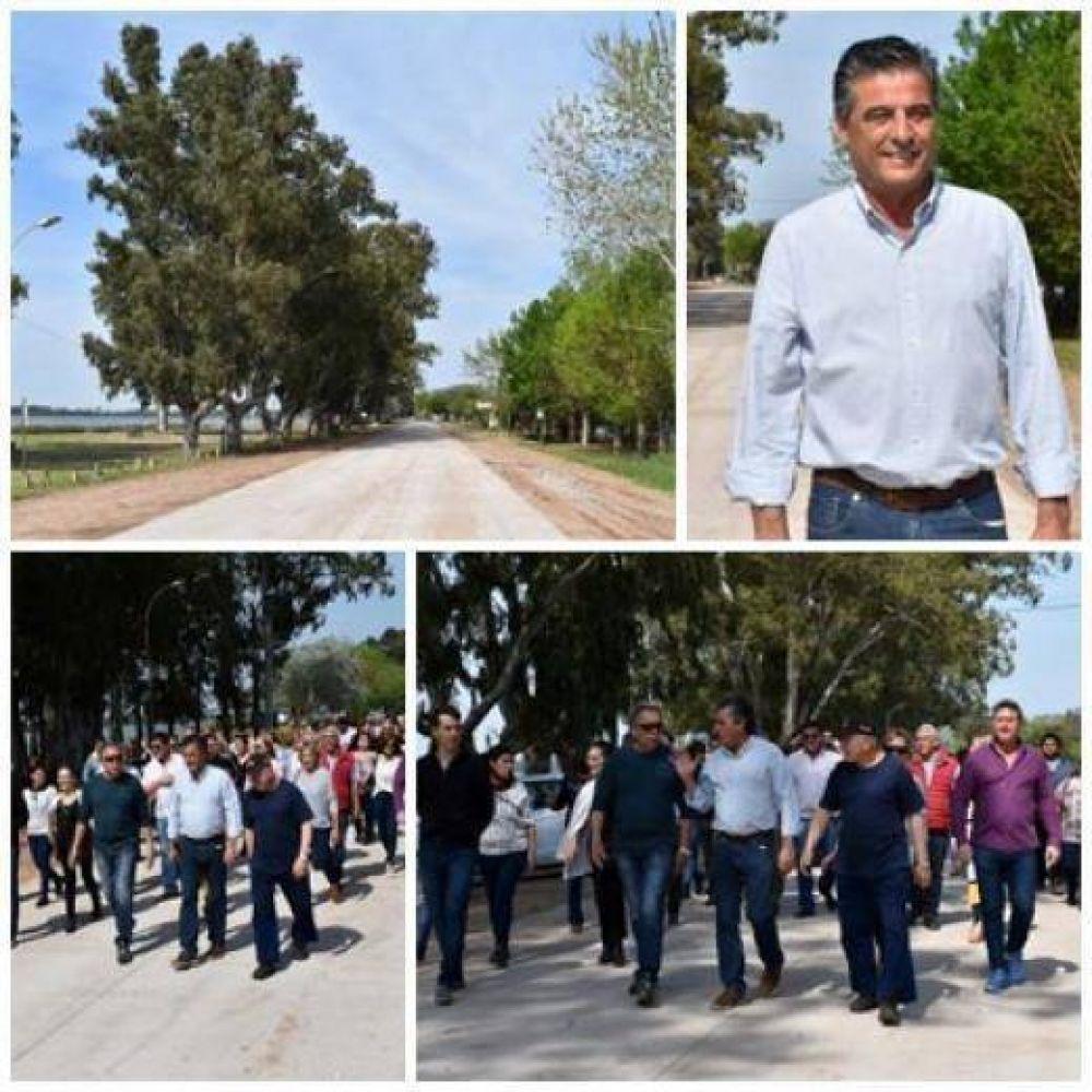 El intendente junto a autoridades y vecinos, recorrieron el nuevo asfalto de la laguna