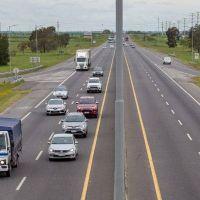 """El largo fin de semana con todo…Más de dos mil vehículos por hora circulan por la """"2"""" rumbo a la Costa"""