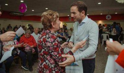 El Intendente entregó otras 500 tablets a adultos mayores de la ciudad