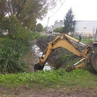 Florencio Varela: Siguen las tareas de saneamiento hidráulico, limpieza de arroyos e higiene urbana