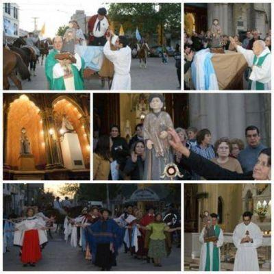 La imagen y una reliquia del Santo Cura Brochero, llegaron a la iglesia Nuestra Señora del Carmen