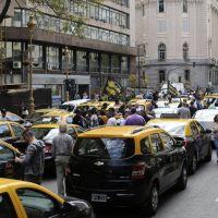 Los tacheros le piden a Larreta que tenga con Uber la firmeza que tuvo con los manteros