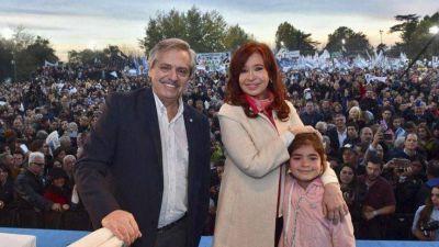 Contundente: las últimas cinco encuestas muestran que los Fernández superan los 50 puntos