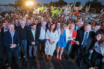 Junto con Cristina y los gobernadores, Fernández pidió fortalecer la unidad peronista