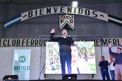 Menéndez encabezó entrega de equipos deportivos a clubes de Merlo