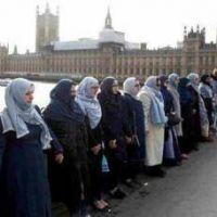 Los crímenes de odio contra las mujeres musulmanas aumentan el Reino Unido