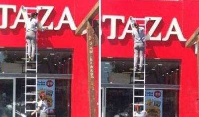 Mostaza mandó a sus empleados a limpiar sin condiciones de seguridad y la foto se volvió viral