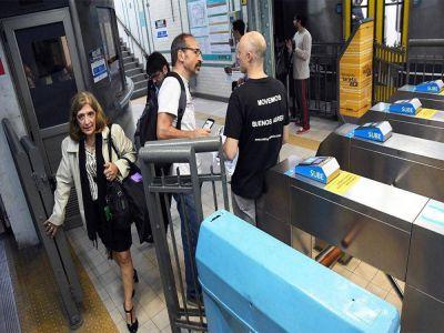 Metrodelegados levantan los molinetes por trenes libres de asbesto