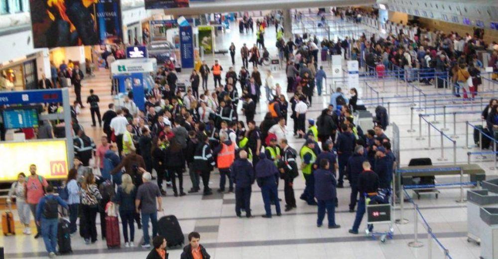 Aeropuertos Argentina 2000 va por la precarización de los aeronáuticos y el despido de más de 200 empleados