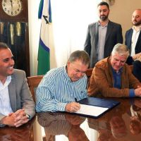 Schiaretti y Llamosas firmaron un convenio para ampliar la red cloacal de la ciudad