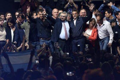 Fernández y Massa cerraron la campaña de la primera sección del Frente de Todos en Malvinas Argentinas