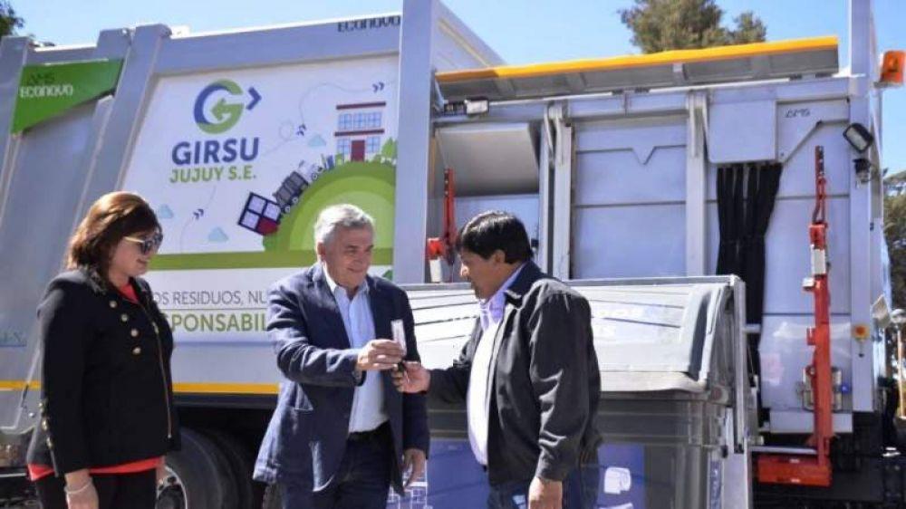 Continúa la entrega de camiones GIRSU