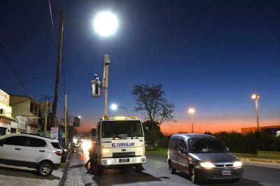 Lomas: instalan más luces LED en calles, avenidas y espacios públicos