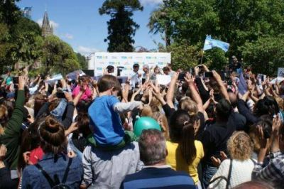 Axel Kicillof vino a Lobos a cerrar su campaña y manifestó que