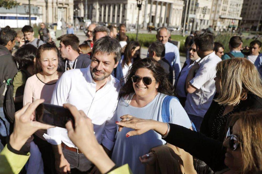 Lammens intercaló un almuerzo con Fernández en su recorrida
