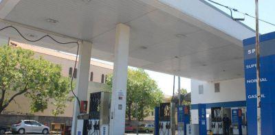 YPF y las principales petroleras reclaman a la justicia el fin del congelamiento del precio de la nafta