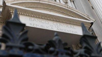 Se esperan más restricciones cambiarias tras las elecciones, en medio de una fuerte caída de reservas