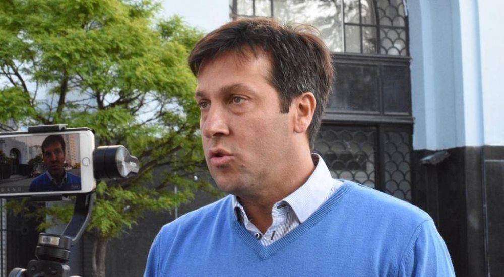 Arturo Rojas participó de la manifestación por el hospital frente a la Muni