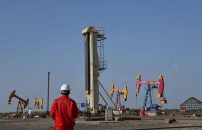 Barril sube por sorpresiva caída de inventarios EEUU y posibles acciones de OPEP
