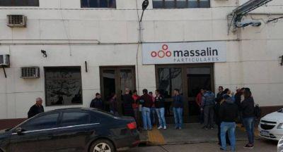 Paralizan la planta bonaerense de Massalin Particulares por el cierre de la fábrica de Goya