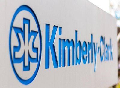 Trabajadores de Kimberly-Clark exigen la reapertura de la fábrica en Bernal