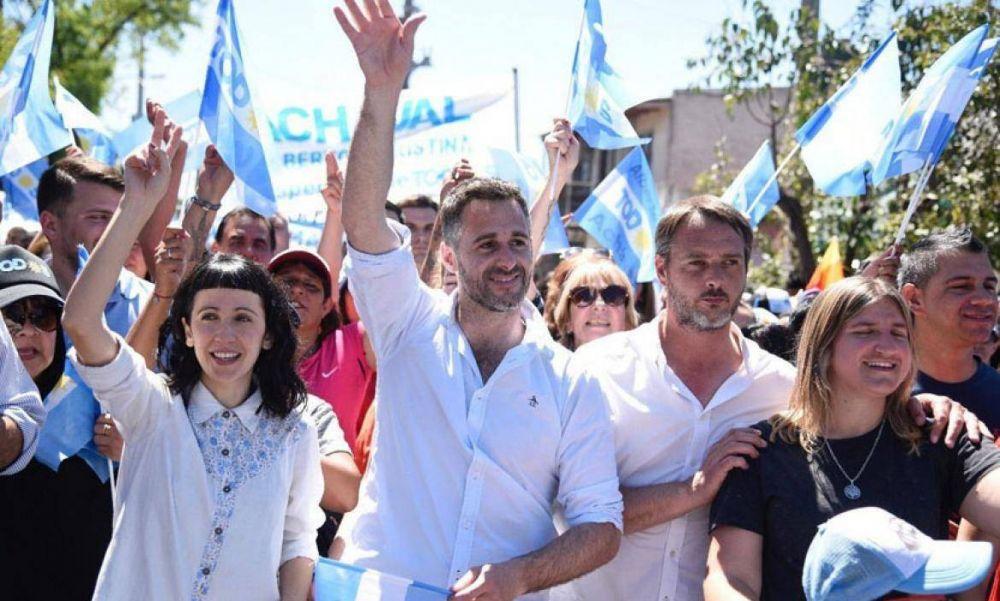 Achával cerró la campaña con una multitudinaria caminata en Derqui
