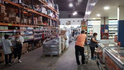 Luque cerró pero todavía no notificó los despidos en Salta