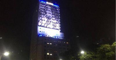 En medio de los festejos por la victoria de Fernández, delegados de Desarrollo Social encendieron la imagen de Evita