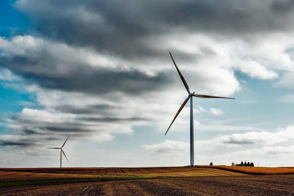 Cómo beneficia la inversión en energías renovables a la economía