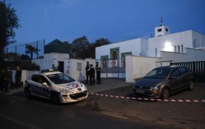 Macron promete proteger a los musulmanes tras ataque a mezquita