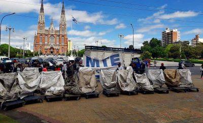 """Marcha cartonera a la Municipalidad: """"Nos sacaron 180 caballos, pedimos una alternativa"""""""