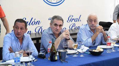 Con entusiasmo por el triunfo de Fernández y dudas sobre el pacto social, se reúnen los gremios del transporte