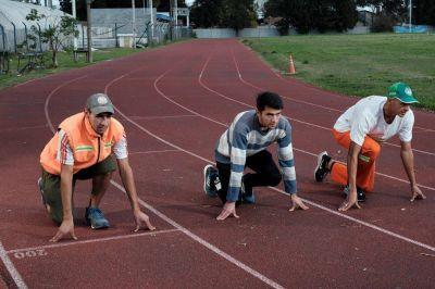 Corren día y noche: la doble vida de tres atletas que también son recolectores de basura