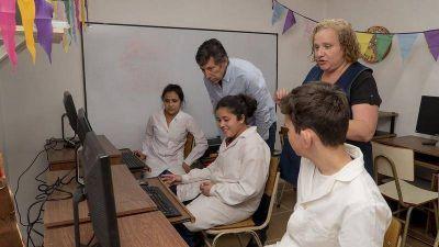 San Isidro sigue donando computadoras elaboradas con residuos electrónicos