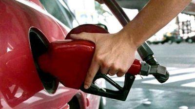 A partir de hoy, el Gobierno autorizó una suba de 5% en el precio de los combustibles