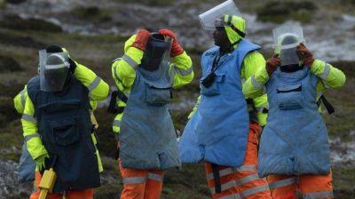 Buscadores de minas terrestres de Zimbabwe limpian las Islas Malvinas