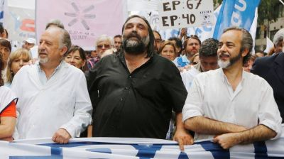 Roberto Baradel pide un compromiso de Alberto Fernández para recomponer el salario docente