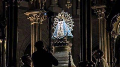 Llega mañana domingo al país la Virgen de Luján que estuvo en Malvinas y fue restituida por Reino Unido