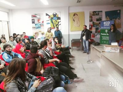 Con charlas en escuelas, capacitan a los chicos en temáticas ambientales