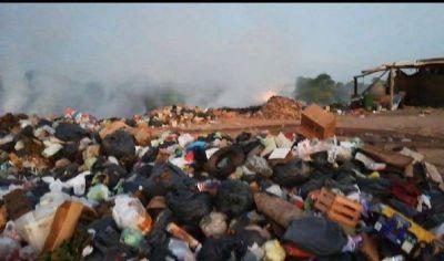 Vecinos denuncian quema en basural formado por el municipio