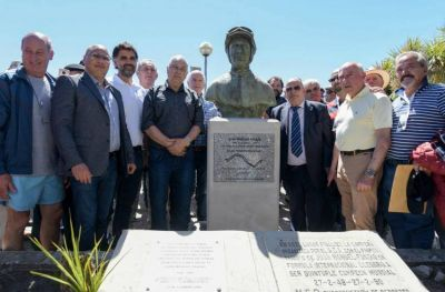 Se oficializó el monumento a Juan Manuel Fangio