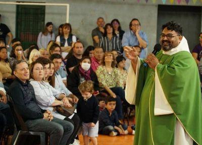 Esteban Echeverría: Fernando Gray asistió a la última misa del padre Alejandro en La Anunciación