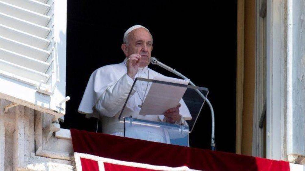 El Papa en el Ángelus: Jesús nos enseña el amor gratuito