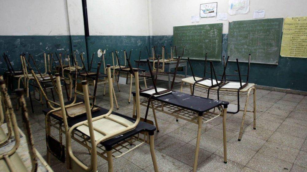 Los docentes de Chubut inician la decimosexta semana de paro y Arcioni amenaza con descuentos masivos
