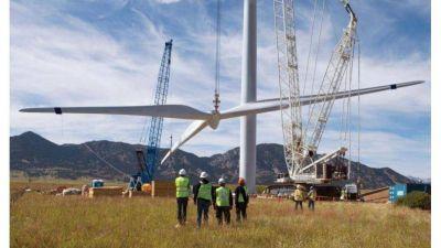 Paralizan construcción de parques eólicos por restricciones del BCRA
